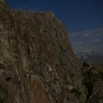 10. A szikla déli oldalán lezárt feljárat a királysírokhoz