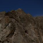 11. A szikla déli oldalán lezárt feljárat a királysírokhoz
