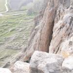 14. Lépcsős lejárat a szikla déli oldalában (ma már nem igazán járható)