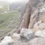 15. Lépcsős lejárat a szikla déli oldalában (ma már nem igazán járható)